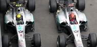Nico Rosberg y Michael Schumacher en una imagen de archivo - SoyMotor.com