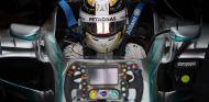 A John Surtees no le gustaron las palabras de Lewis Hamilton acerca del halo - LaF1