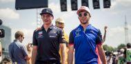 Max Verstappen y Pierre Gasly - SoyMotor.com