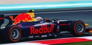 Gasly durante unos test con Red Bull de los neumáticos para 2017 - SoyMotor