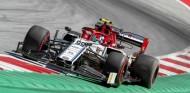 Giovinazzi completa 110 vueltas en Austria con los Pirelli 2020 - SoyMotor.com