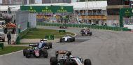 Pérez, Alonso y Ericsson liderando un grupo de coches durante el GP de Canadá - LaF1