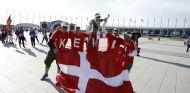 Aficionados daneses apoyan a Magnussen durante el GP de Rusia - SoyMotor.com