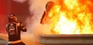 Grosjean sobrevive a un accidente fortísimo en Baréin gracias al halo - SoyMotor.com
