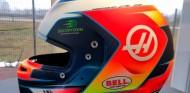 Grosjean presenta su casco de la temporada 2019 - SoyMotor.com