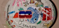 Grosjean presenta su casco de despedida, dibujado por sus hijos - SoyMotor.com