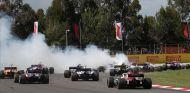 Accidente de Romain Grosjean en la primera vuelta de carrera de España - SoyMotor.com