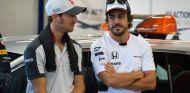 Romain Grosjean y Fernando Alonso - SoyMotor