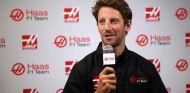 Romain Grosjean durante su presentación como piloto de Haas F1 - LaF1