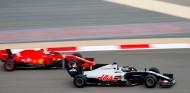 Haas confía en que Ferrari pueda organizar un test para Grosjean - SoyMotor.com