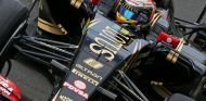 Romain Grosjean con el E23 - LaF1
