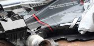 El VF-17 de Romain Grosjean tras el accidente con la rejilla en Sepang - SoyMotor.com