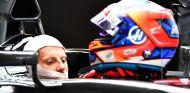 Grosjean ante su casco en la última carrera de 2017 – SoyMotor.com