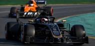 """Haas está """"medio segundo"""" por delante del grupo medio, cree Sainz - SoyMotor.com"""