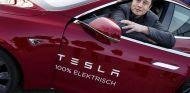 Un solo tweet de Elon Musk es capaz de revolucionar la cotización de Tesla en bolsa - SoyMotor.com