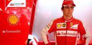 Esteban Gutierrez con el mono de Ferrari - LaF1.es