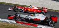 Esteban Gutiérrez y Kimi Räikkönen en el GP de Malasia 2016 - SoyMotor