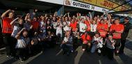 El equipo Haas festeja la sexta posición de Grosjean en Australia - LaF1