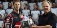 Grosjean y Gene Haas en el GP de Estados Unidos en 2016 - SoyMotor.com