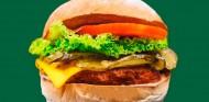 Hamilton lanza su propia cadena de hamburguesas veganas - SoyMotor.com