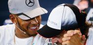 Lewis Hamilton y Fernando Alonso en Spa-Francorchamps en 2016 - SoyMotor.com