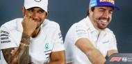 """¿Irá Hamilton a Ferrari? Alonso contesta: """"Buena pregunta..."""" - SoyMotor.com"""