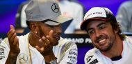 Lewis Hamilton y Fernando Alonso - SoyMotor