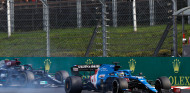 """Alonso y la batalla con Hamilton: """"Siempre se queja"""" - SoyMotor.com"""