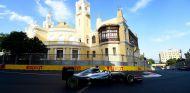 Hamilton durante el GP de Europa, en el circuito urbano de Bakú - SoyMotor