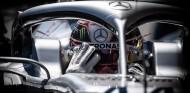 Mercedes hará cambios en el volante de Hamilton tras Bakú - SoyMotor.com
