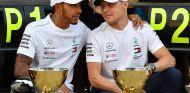 Lewis Hamilton y Valtteri Bottas en el podio de Rusia – SoyMotor.com