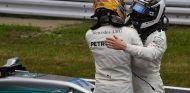 Lewis Hamilton y Valtteri Bottas en Suzuka - SoyMotor.com