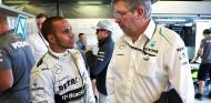 Lewis Hamilton y Ross Brawn en el GP de Australia F1 2013 - SoyMotor.com