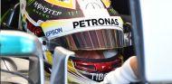 Hamilton homenajea a Hayden en su casco de Mónaco - SoyMotor.com