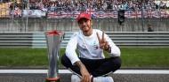 """Hamilton no cuenta con la suerte en Bakú: """"Necesito mejorar"""" - SoyMotor.com"""