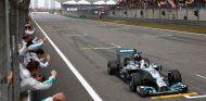 """Hamilton: """"No había nadie en el muro, así que seguí mi camino"""""""