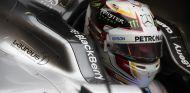 Lewis Hamilton subido al W06 - LaF1.es