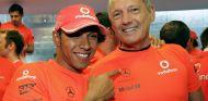 Hamilton y Dennis durante su etapa juntos en McLaren - LaF1