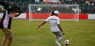 Lewis Hamilton en Inglaterra - SoyMotor.com
