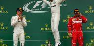 Hamilton, exultante tras ganar su quinta carrera en Silverstone - SoyMotor.com