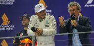 Lewis Hamilton y Eddie Jordan en Marina Bay - SoyMotor.com