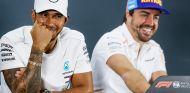 Lewis Hamilton y Fernando Alonso en Abu Dabi - SoyMotor