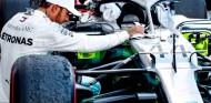 Hamilton desaconseja a Ferrari priorizar a Leclerc por su experiencia en 2007 - SoyMotor.com