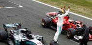 Pole imperial de Hamilton en su casa; Alonso y Sainz caen en Q2 - SoyMotor.com