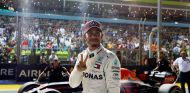 Lewis Hamilton celebra su Pole en Singapur - SoyMotor