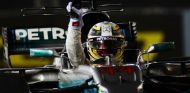 Hamilton celebra su victoria - SoyMotor.com