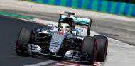 Hamilton durante una carrera en esta temporada - SoyMotor