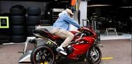 Ya hay fecha para el intercambio entre Hamilton y Rossi - SoyMotor.com
