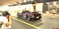 Hamilton enciende Mónaco con su Pagani Zonda: auténtico sonido V12 ´- SoyMotor.com