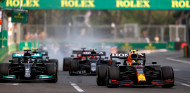 Pérez condujo a Hamilton a cometer un error, según Hill - SoyMotor.com